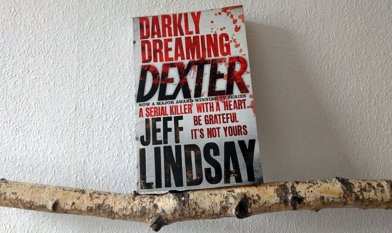 "|Roman| ""Darkly Dreaming Dexter"""